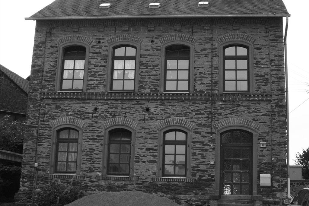 alte schule in bad bertrich kennfus. Black Bedroom Furniture Sets. Home Design Ideas